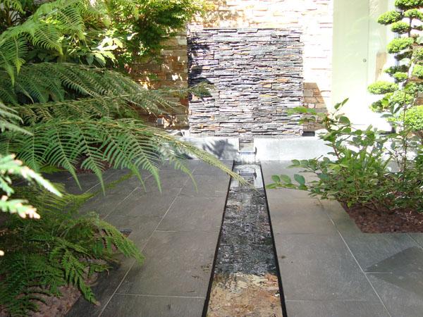 Fontaine design pierre - Bordure bassin pierre rennes ...