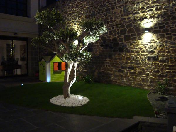 eclairage exterieur de jardin meilleures id es cr atives. Black Bedroom Furniture Sets. Home Design Ideas